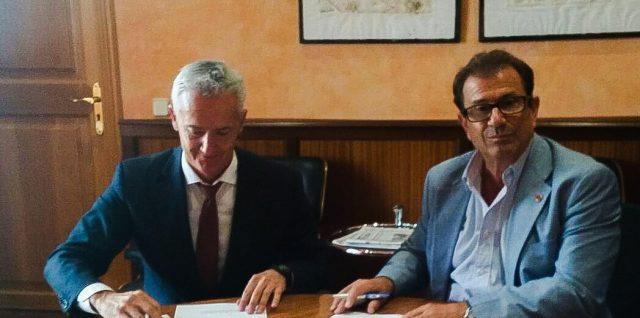 Firma Convenio UIB